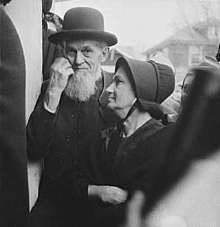 Old_Mennonite_Couple_Pennsylvania_1942