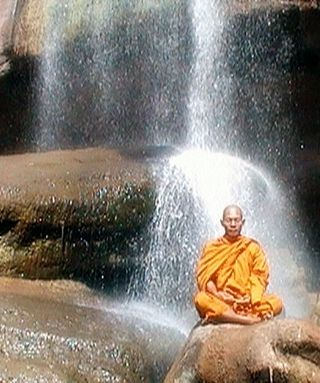 Abbot_of_Watkungtaphao_in_Tat_Hong_Waterfall