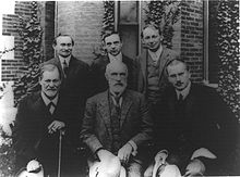 220px-Hall_Freud_Jung_in_front_of_Clark_1909