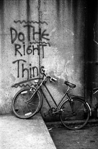"Do%20The%20Right%20Thing%20graffiti%20Amsterdam - Doing the right thing: a ""free will"" conundrum"