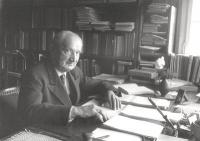 Heidegger, being at his desk