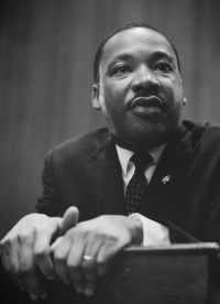 Martin Luther King 1964 leaning on a lectern - Martin